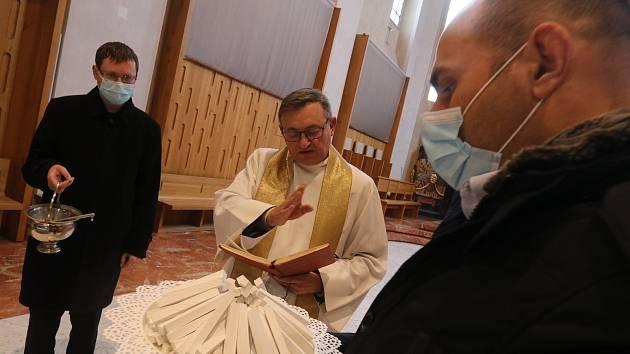 Svěcení kříd pro Tříkrálovou sbírku v českobudějovické katedrále.