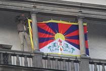 Tibetská vlajka byla na Černé věži.