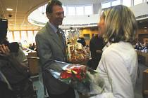 Tiskový mluvčí Jihočeského triatlonového svazu Miroslav Šimek odměňoval Šárku Grabmüllerovou při vyhlášení ankety Sportovec roku 2007. Dnes přinášíme bilanci za rok 2008.