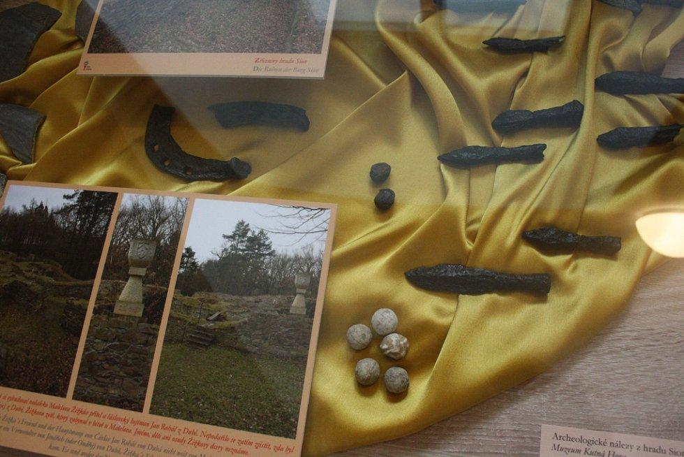 Nový Památník Jana Žižky v Trocnově nabízí 400 exponátů, o vojevůdci přináší i zcela nové informace. Expozici vybudovalo Jihočeské muzeum za 5,5 milionu korun. Na snímku archeologické nálezy.