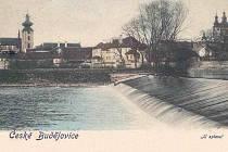 Jez na Vltavě u Valchy před rokem 1902.