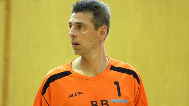 René Dvořák už se v dresu prvoligových volejbalistů zřejmě neobjeví,  věnovat se bude jen trenérskému řemeslu. Bude prý ale připraven na palubovku skočit.