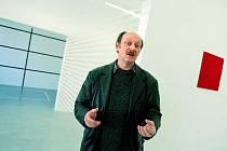 Daniel Göttin  vytváří jednoduchými prostředky  složité vizuální  prostorové  instalace.