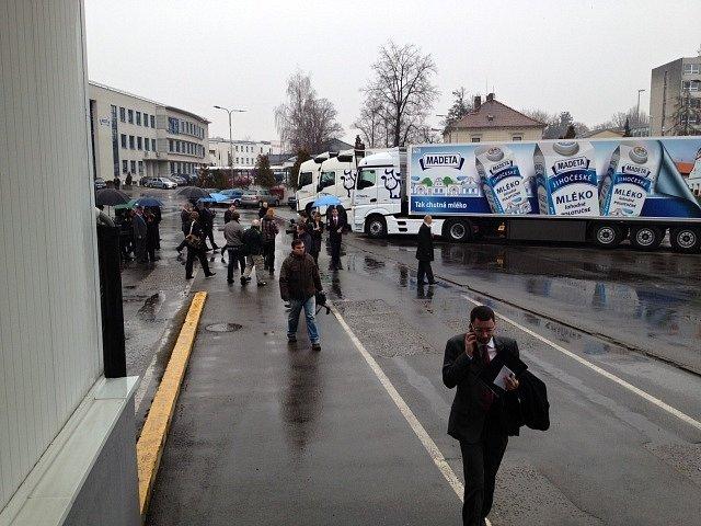 Miloš Zeman se v Madetě setkal se zaměstnanci.