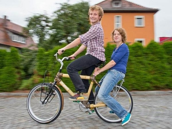Jejich bambusové kolo jede kolem světa.