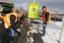 Na třech jihočeských hraničních přechodech byly osazeny ve čtvrtek dopoledne nové dopravní značky. Snímkem je z Dolního Dvořiště.