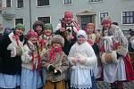 Folklórní soubor Bárováček těší zpěvem koled návštěvníky mnoha adventních akcí.