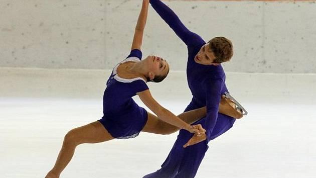 Petr Bidař s Klárou Kadlecovou debutovali na seniorském Grand Prix v Paříži. Skončili šestí.