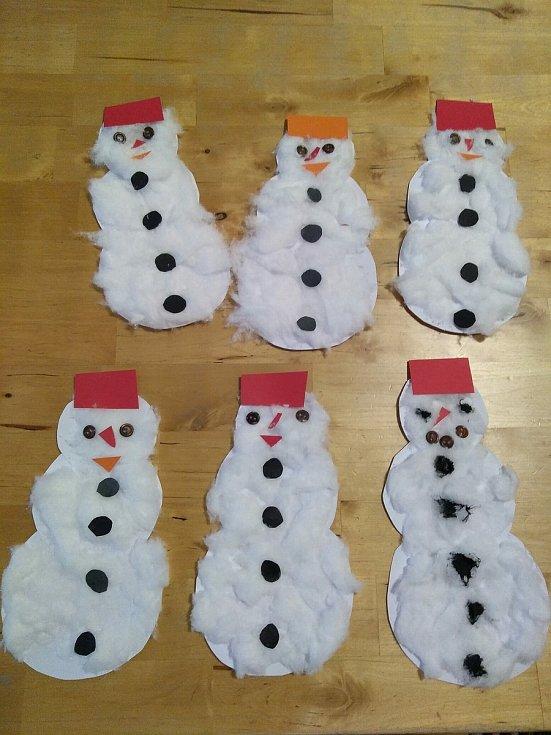 Tolik sněhu, že jsme ve školce udělali šest sněhuláků. Foto: Šárka Žlábková