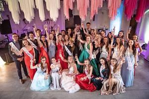 Pomaturitní večírek proměnili v červnu 2021 studenti Gymnázia Česká v Českých Budějovicích ve variantu maturitního plesu.