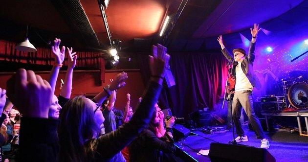Skupina Pub Animals, jež získala Cenu Anděl, natočila nové album Fatherland. To se může klidně měřit se světovou konkurencí. Snímek ze křtu alba včeskobudějovickém Café Klubu Slavie.