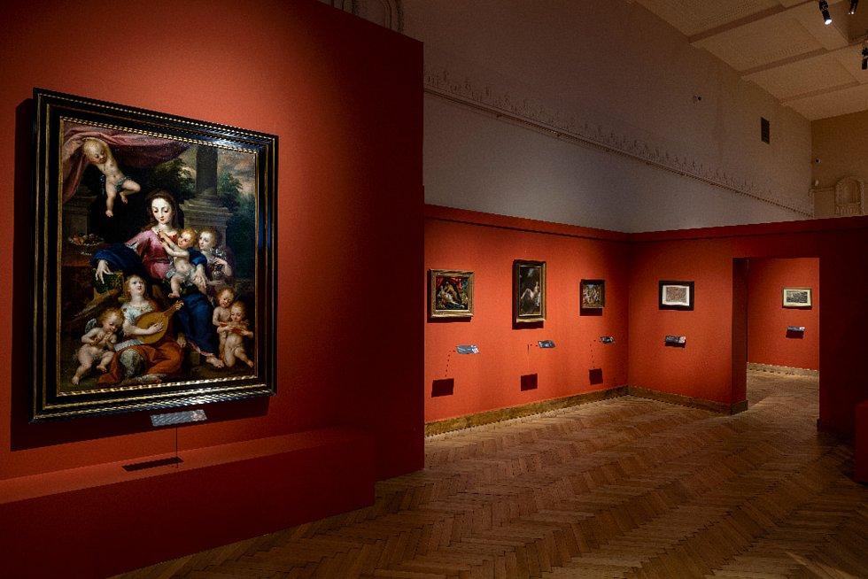 Výstava Rudolf II. Umění pro císaře - pohled do expozice, v popředí Dirk de Quade van Ravesteyn (mezi 1565/1570 - 1620): Madona s děckem a   muzicírujícími anděly (soukromá sbírka v ČR)