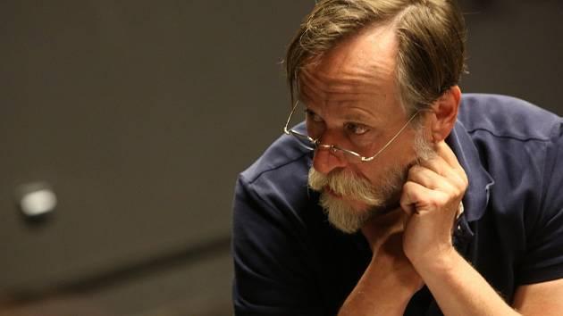 Karel Roden zkouší s Jihočeským divadlem pod režijním vedením Petra Zelenky