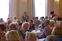 Odpoledne plné písní, tanců a veselé muziky zažili všichni ti, kteří ve čtvrtek odpoledne přišli do českobudějovického kulturního domu Slávie.