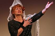 Daniela Bambasová připomněla svou úspěšnou roli Florence Jenkinsové z komedie Je úchvatná! přímo při vyhlašování Jihočeských Thálií, 11. března v Jihočeském divadle.