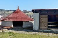 Tzv. Paraplíčko, budova v zámecké zahradě v Českém Krumlově, nabídne expozici zaměřenou zahradnictví. Uvidíte historické nástroje k práci na zahradě.