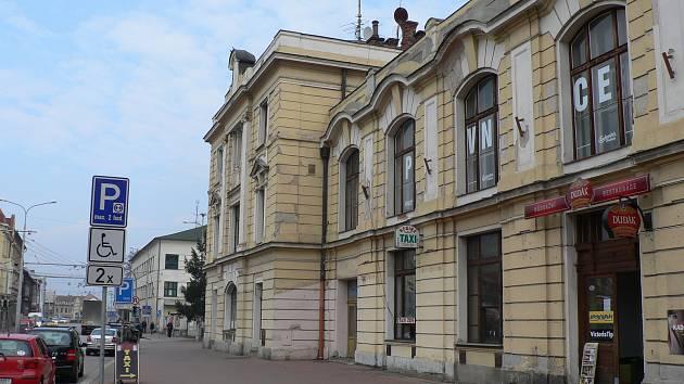 Budova vlakového nádraží v Českých Budějovicích čeká na zásadní rekonstrukci už řadu let.