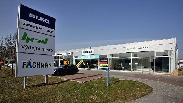 Výdejnu zboží IKEA v českobudějovické obchodní zóně u Globusu provozuje firma HRAL.