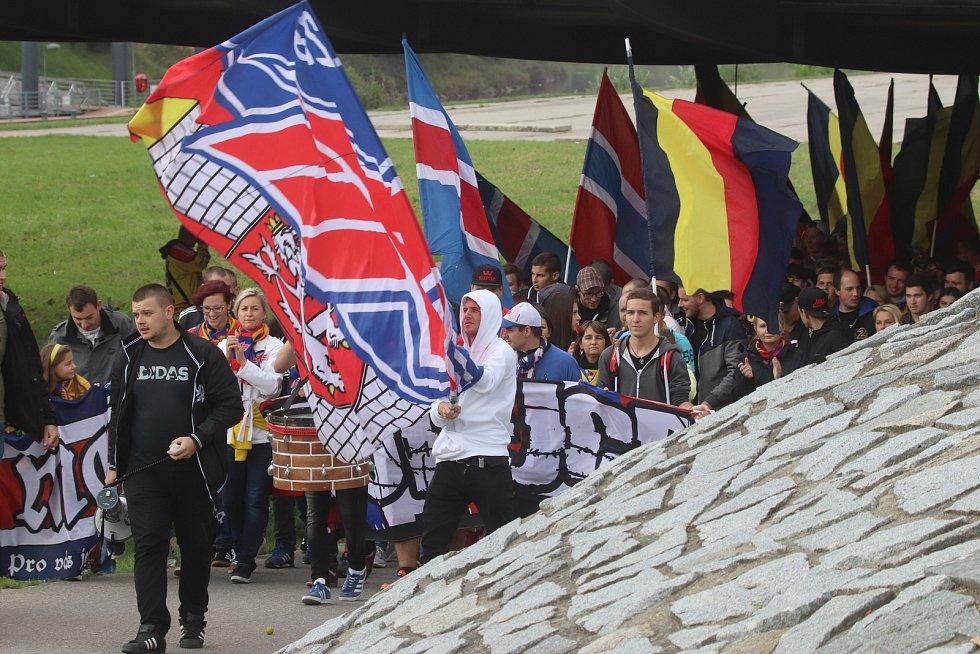 Fanouškové Motoru na tradičním pochodu k českobudějovickému zimnímu stadionu