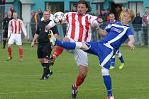 Modré dresy strakonické farmy mladíci Dynama (na snímku ze zápasu v Jirnech je Michal Petráň) vymění za barvy juniorky Dynama.