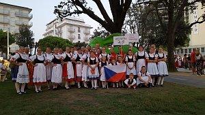 Hlubocké mažoretky a Folklorní soubor Bystřina se představily v Itálii.