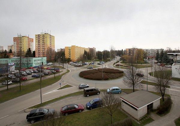 Novela vyhlášky označení kruhových objezdů může řidičům pořádně zamotat hlavu. Na snímku je kruhový objezd na budějovickém Pražském sídlišti.