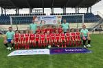Patron Letní fotbalové školy David Lafata dorazil do Třeboně za dětmi. Na snímku ročník 2011-12.