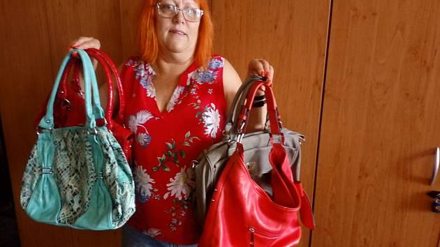 Dárkyně z Českých Budějovic přispívá pravidelně. Některé kabelky, které letos přinesla, jsou dokonce z předchozích let Kabelkového veletrhu.