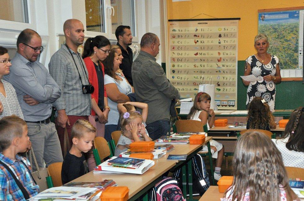 V ZŠ Trhové Sviny letos otevřeli tři první třídy, kde je 64 žáků. Na snímku 1. C.