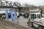 Ve středu dopoledne byla u Ševětína slavnostně zahájena výstavba úseku dálnice D3 Ševětín-Borek.