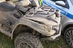 Řidič zablácené čtyřkolky ujížděl v Budějovicích policistům.