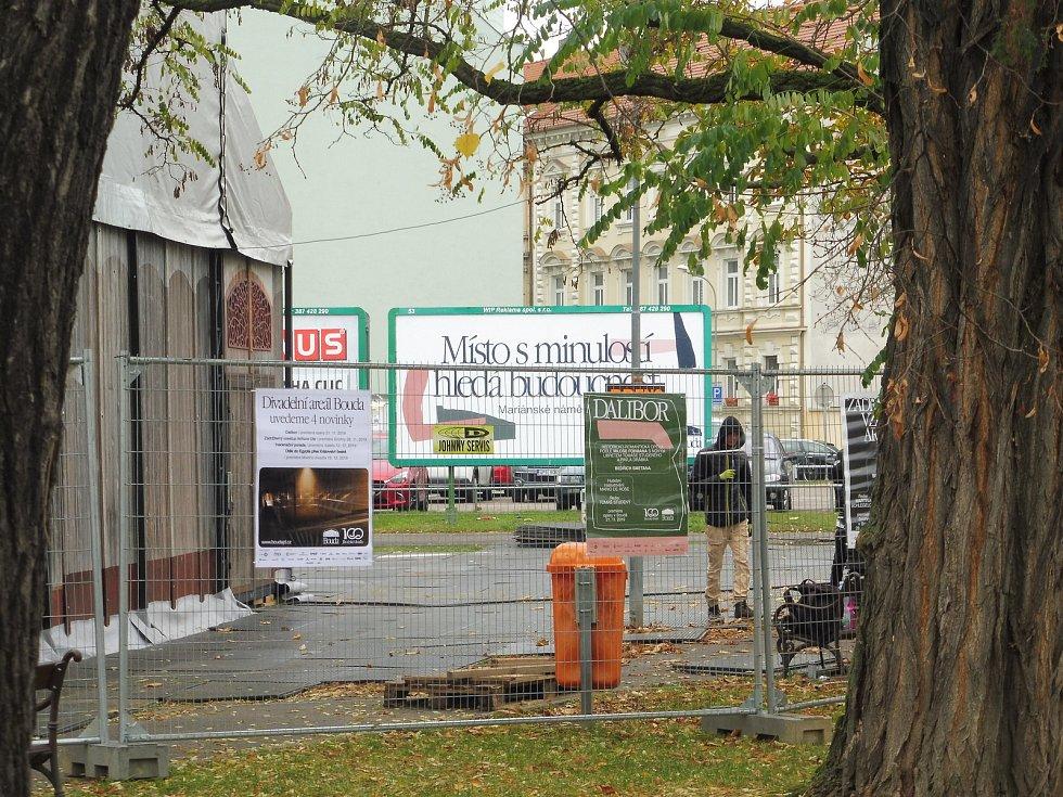 Stavba divadelního areálu Bouda pokračuje.