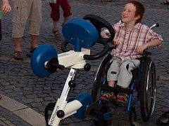 Radek Šimek je kvůli dětské mozkové obrně upoután na invalidní vozík.