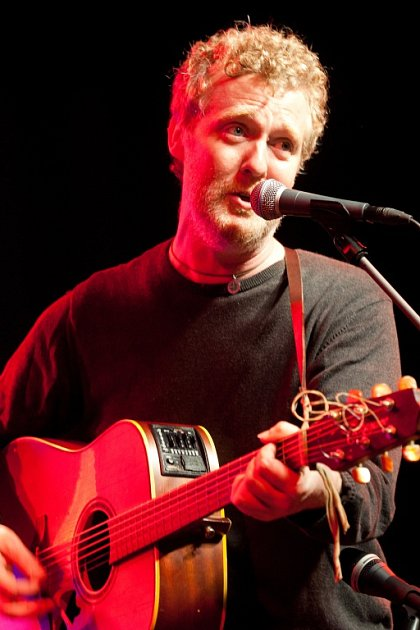 Irský písničkář a držitel Oscara Glen Hansard zahrál 1.srpna na nádvoří kláštera vMilevsku.