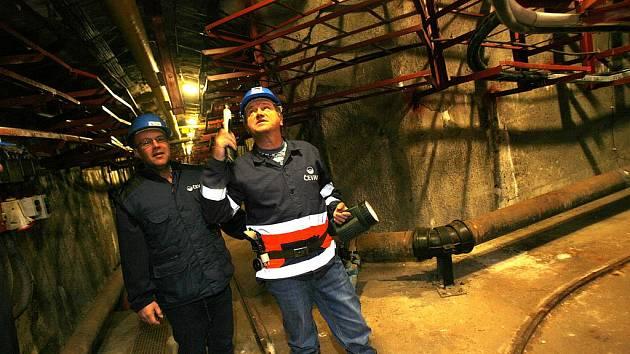 Pracovníci firmy ČEVAK kontrolují krumlovské podzemí.