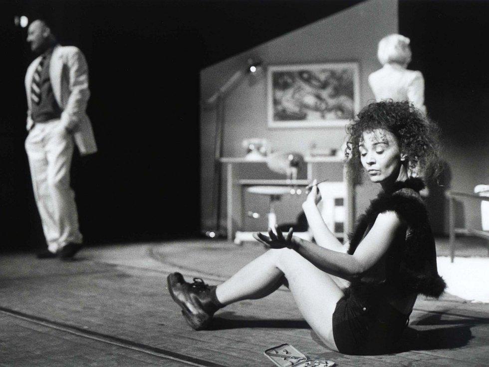Herečka Lenka Krčková jako Sylvie ve stejnojmenné hře Jihočeského divadla, 2000.