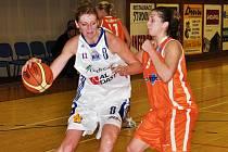 Nejlepší střelkyní domácího vítězného utkání s VŠ Praha byla Petra Reisingerová (vlevo).