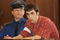 Krajský soud v Českých Budějovicích odsoudil za pokus o vraždu Jakuba Štěrbíka loni v květnu ve Strakonicích Lukáše Vorobeľa na 12 let nepodmíněně,