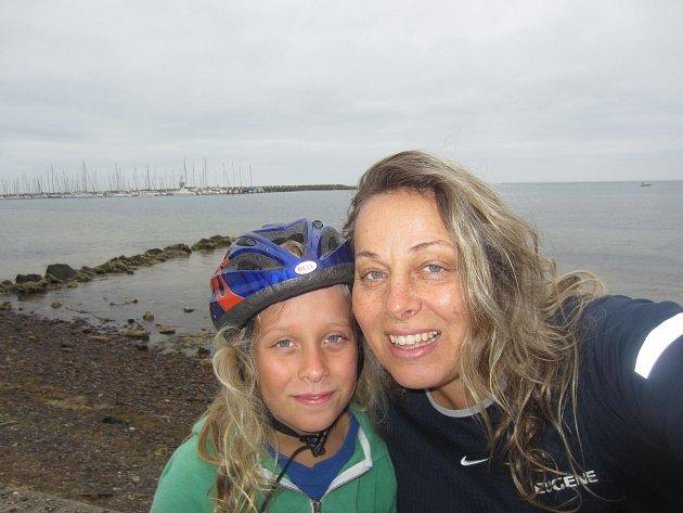 Plavkyně Marcela Šmídová Řehulová žije s jedenáctiletým synem Janem střídavě v Melbourne a v Českých Budějovicích.