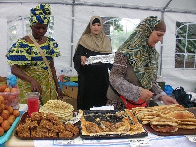 Vynikající jídla, na která nejsme zvyklí. I to přinášejí národy, které zde s námi žijí.
