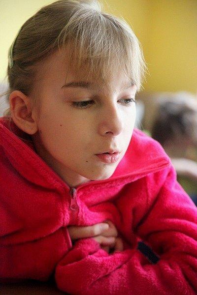 Bára Sedláčková vypadá jako citlivé a křehké děvče. Skrývá se v ní ale i velká touha k životu, jen tak se nevzdává.
