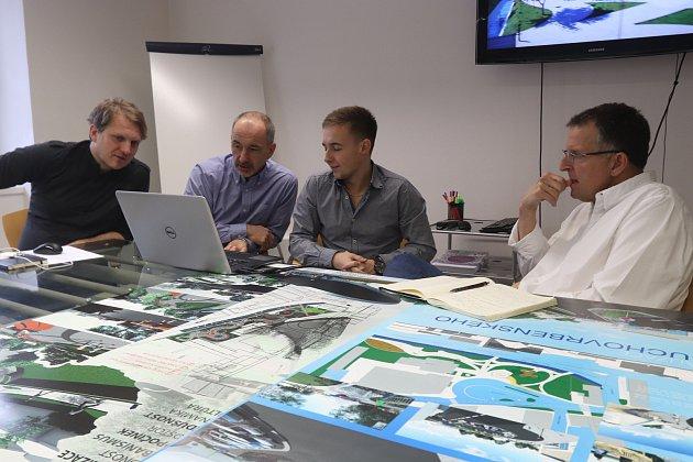 Budoucí architekti při setkání s Atelierem 8OOO v Českých Budějovicích