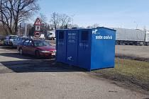 Velkokapacitní kontejner na čistý textil i boty najdete na Dlouhé louce.