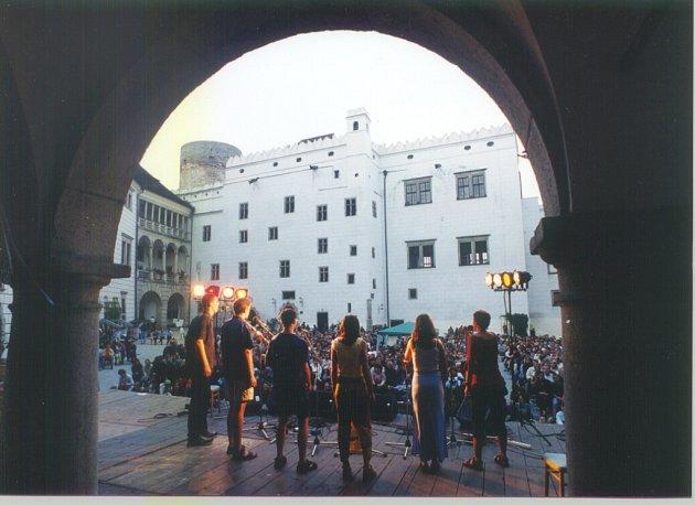 Na Folkové růži se vždy dařilo vokálním skupinám. Na snímku zroku 2002skupina Exfanta zKaplice.