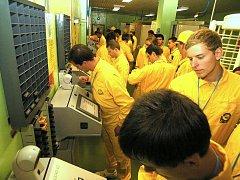 V rámci čtvrtého ročníku Jaderné univerzity konané v temelínské elektrárně se třiadvacet studentů dostalo i do reaktorového sálu prvního bloku.