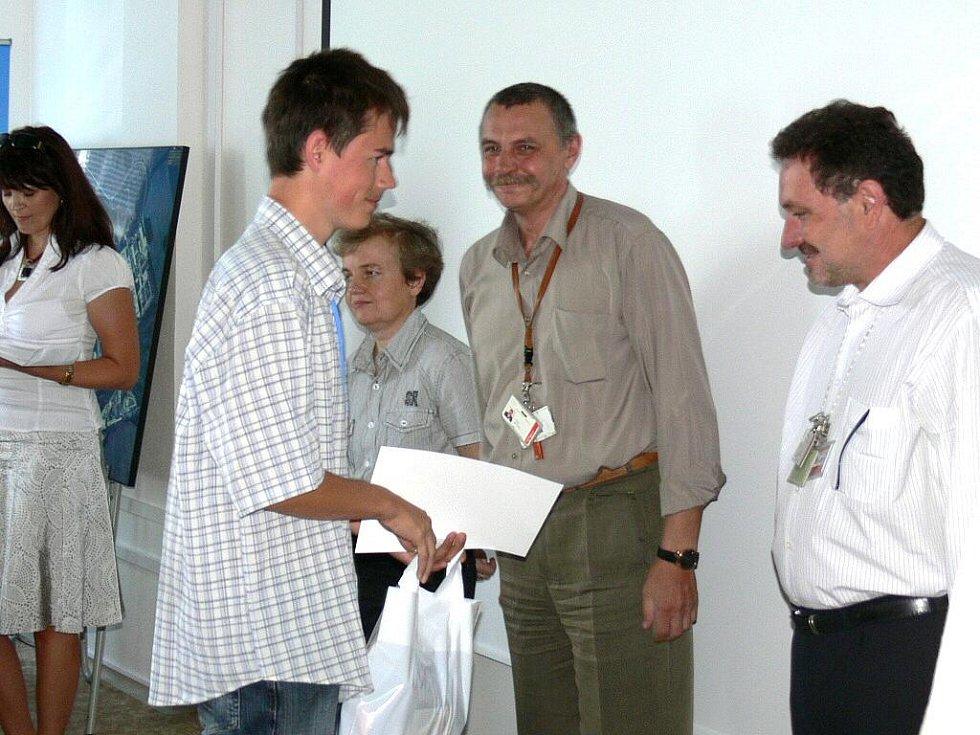 Slavnostní zakončení čtvrtého ročníku Jaderné univerzity konané v temelínské elektrárně.