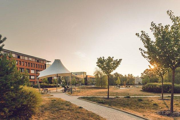 Jihočeské univerzitě se vposledních letech daří nejen vtomto globálním žebříčku, ale také vžebříčku regionálním, žebříčku tzv. mladých univerzit, tedy univerzit mladších padesáti let či některých žebříčcích oborových.