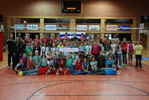Volejbalisté Jihostroje se rádi věnují dětem