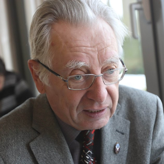 Numismatik, historik a pedagog Jiří Chvojka vydal před Vánoci publikaci pohlednic. Najdete vní ipohledy zjihu Čech.