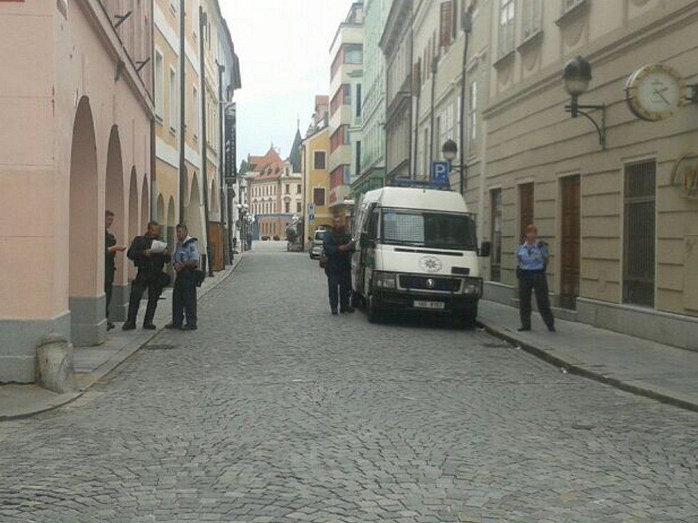 V centru města je naprostý klid. I tady jsou ale připravení policisté.